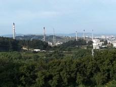 Nosa Señora da Pastoriza, no Concello de Arteixo, a refinería de Repsol dende o santuario / foto HdG