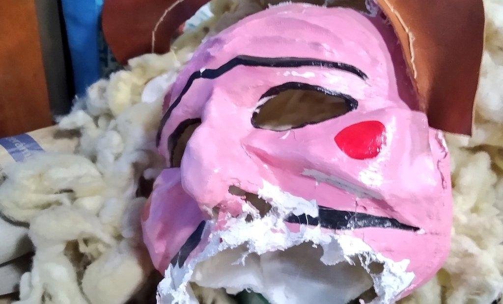 Máscara rachada dun merdeiro | Foto @omerdeiro
