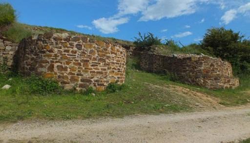 Alerta por actos vandálicos no castro máis importante do Bierzo e que lle dá nome á comarca