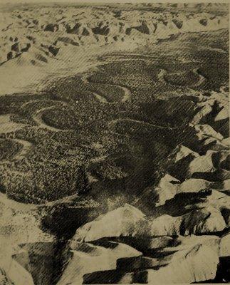 El río Jordán avanza formando meandros a través del desierto hasta el lugar en el que predico Juan Bautista anunciando la inminente intervención de Dios en la historia del pueblo de Israel.