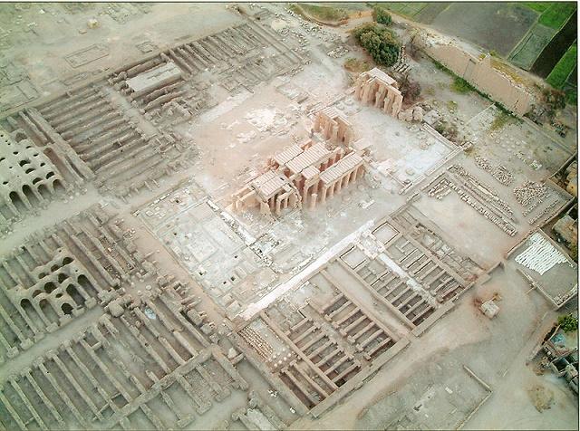 Vista aérea de los restos del Ramesseum, objeto de la propaganda de la batalla de Qadesh