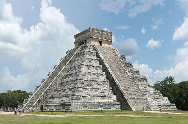 Templo maya de Kukulkán en Chichén Itzá
