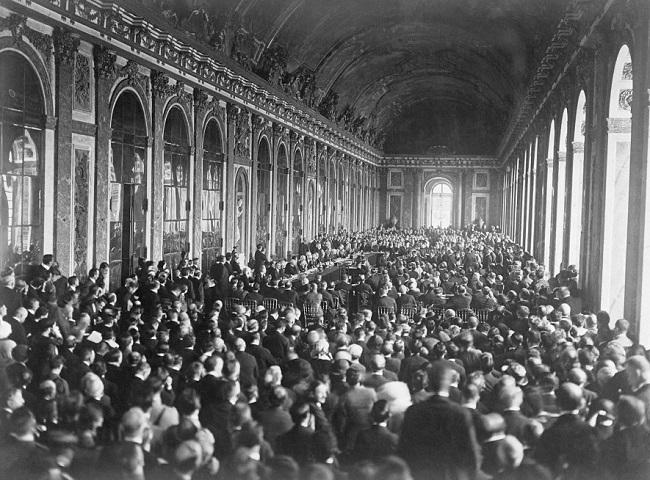 Los líderes europeos firman el tratado de Versalles, una de las causas de la Segunda Guerra Mundial