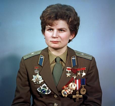 Valentina Tereshkova con el uniforme militar en 1969