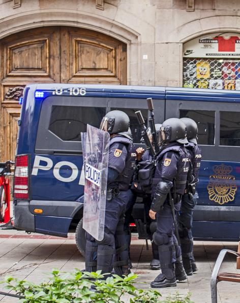 Història de Catalunya. Policia repressora d'ocupació