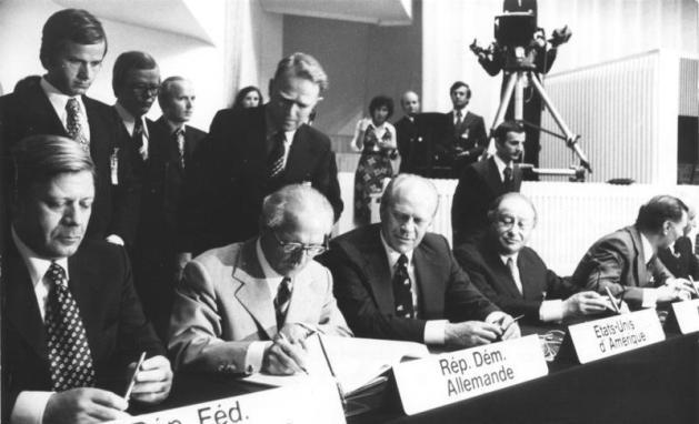Unterzeichnung der Schlussakte von Helsinki mit Helmut Schmidt, Erich Honecker, Gerald Ford und Bruno Kreisky, August 1975.