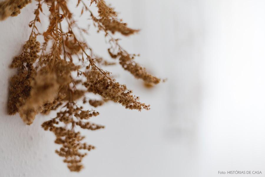 43-decoracao-quarto-flores-secas-parede