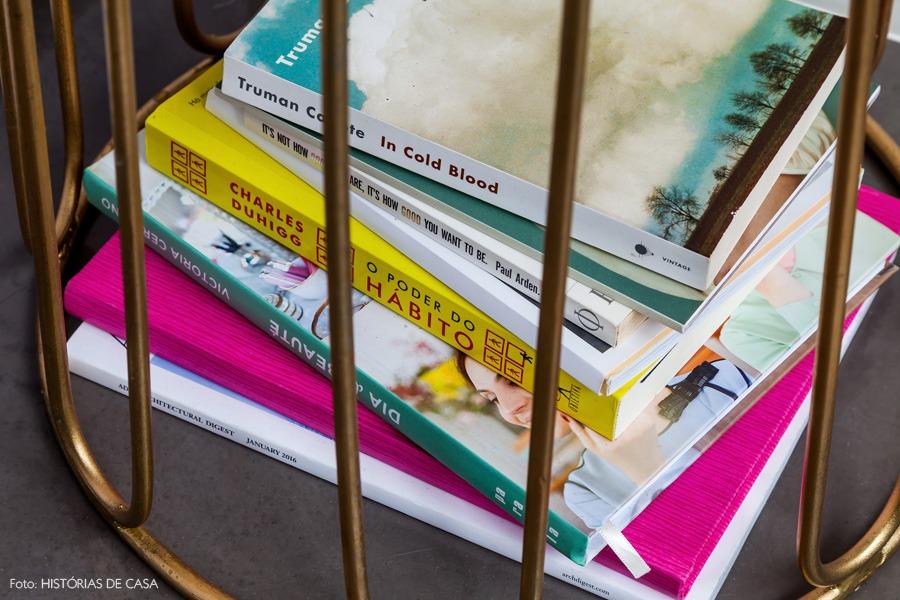 33-decoracao-quarto-detalhe-livros-dourado