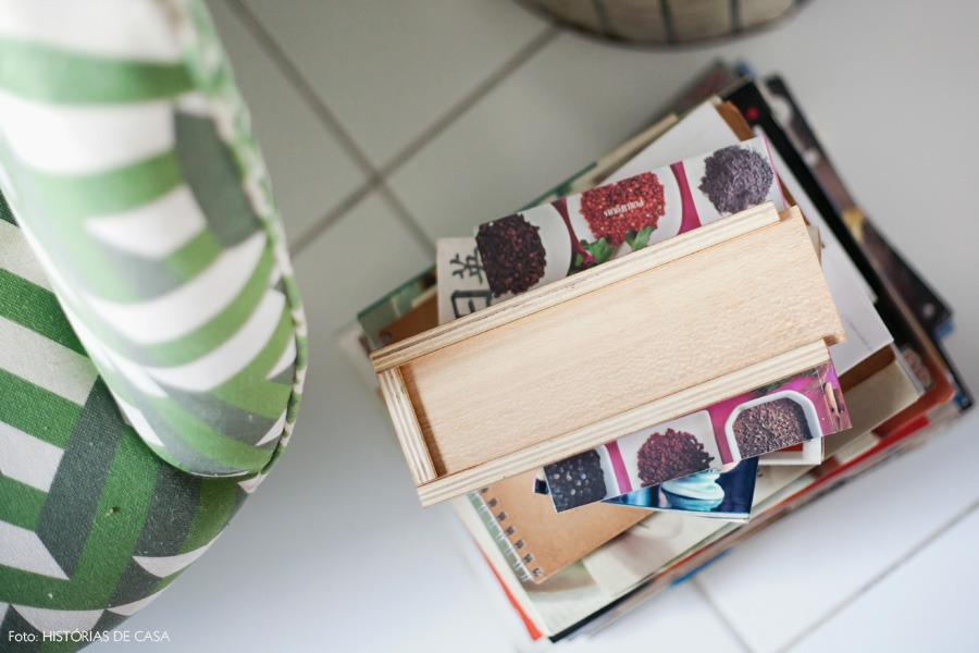 24-decoracao-cozinha-livros-receita-poltrona-estampada
