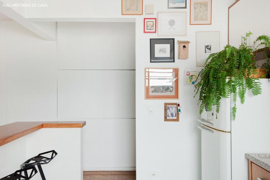 25-decoracao-quadros-coloridos-cozinha-samambaia