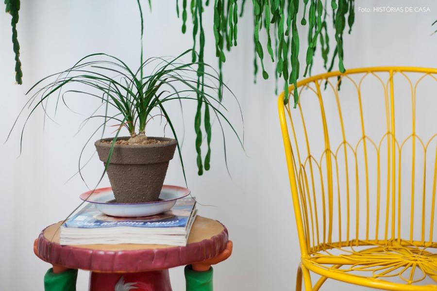 27-decoracao-sala-estar-entrada-plantas-cadeira-amarela