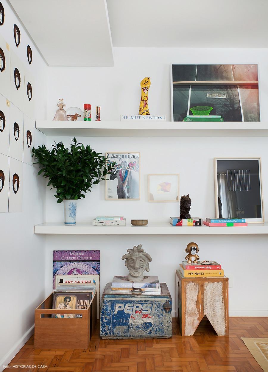 28-decoracao-bg27-prateleiras-estante-quadros