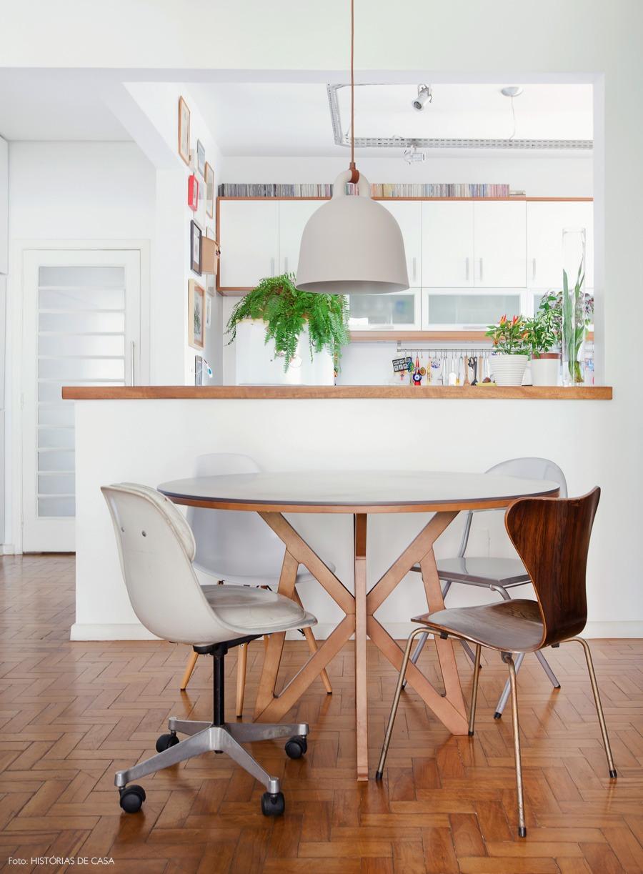 29-decoracao-mesa-jantar-cadeiras-descombinadas