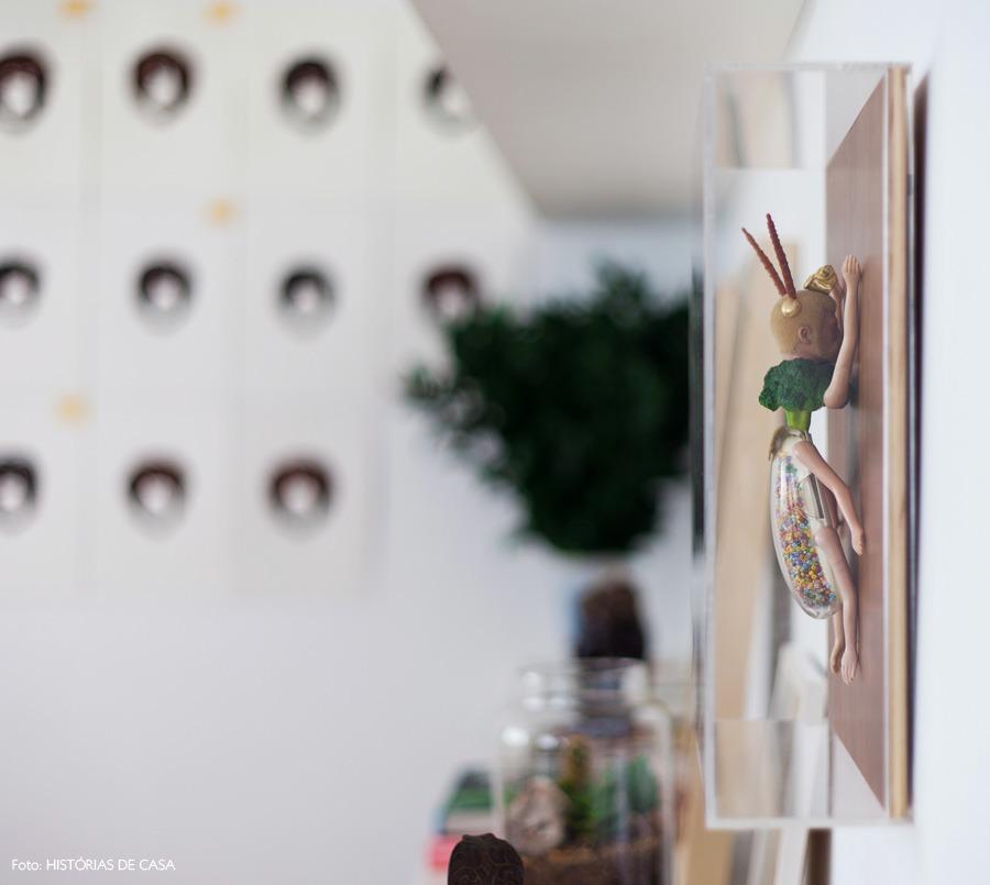 33-decoracao-bg27-prateleiras-estante-quadros