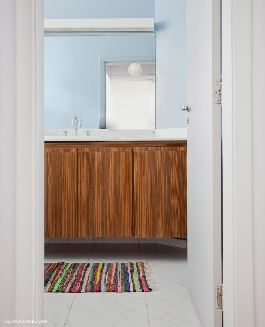 36-decoracao-banheiro-azul-criado-mudo