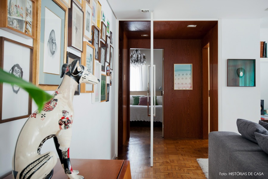 41-decoracao-sala-estar-hall-madeira-quadros
