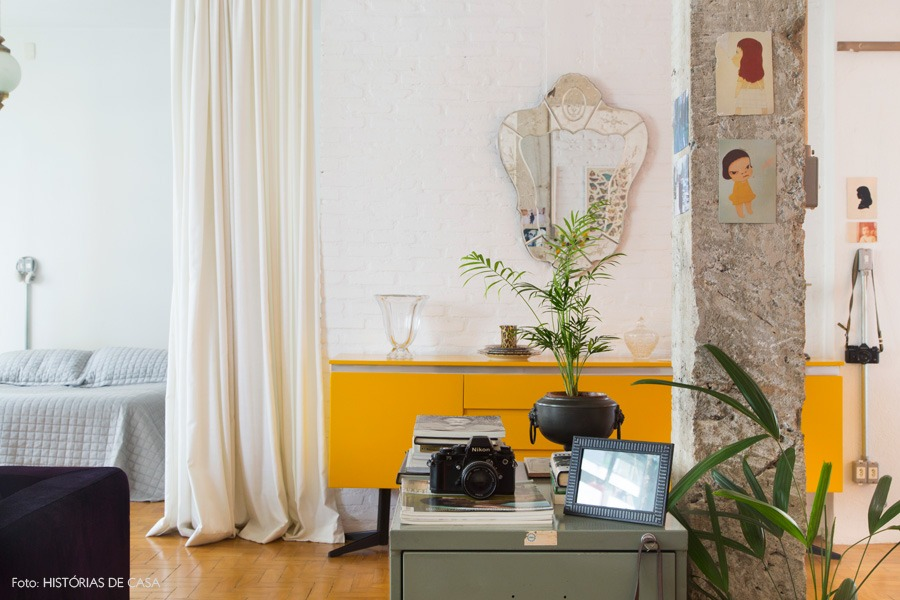 03-decoracao-buffet-amarelo-parede-tijolinho-branco