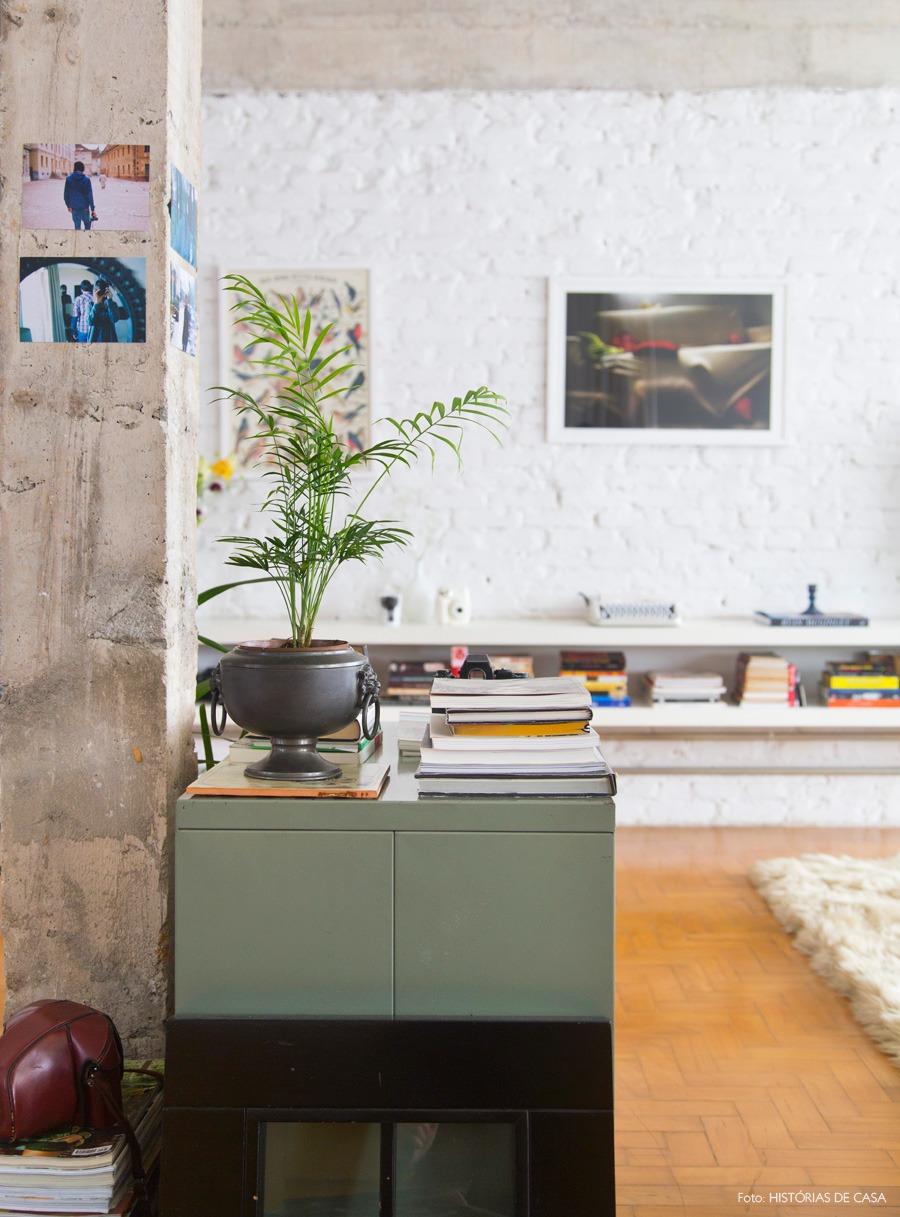 06-decoracao-sala-estar-integrada-coluna-concreto-aparente