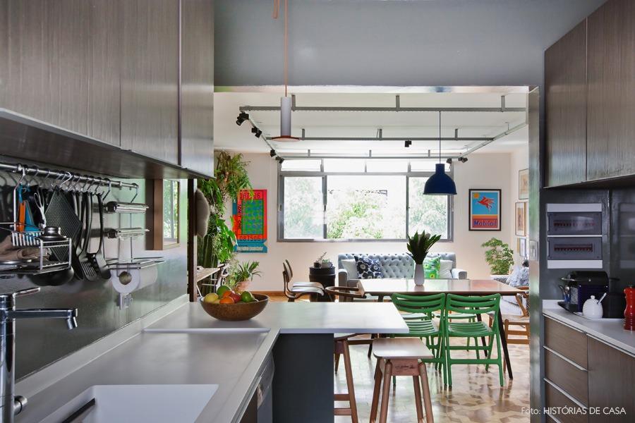 16-decoracao-cozinha-aberta-sala-jantar-paredes-cinza