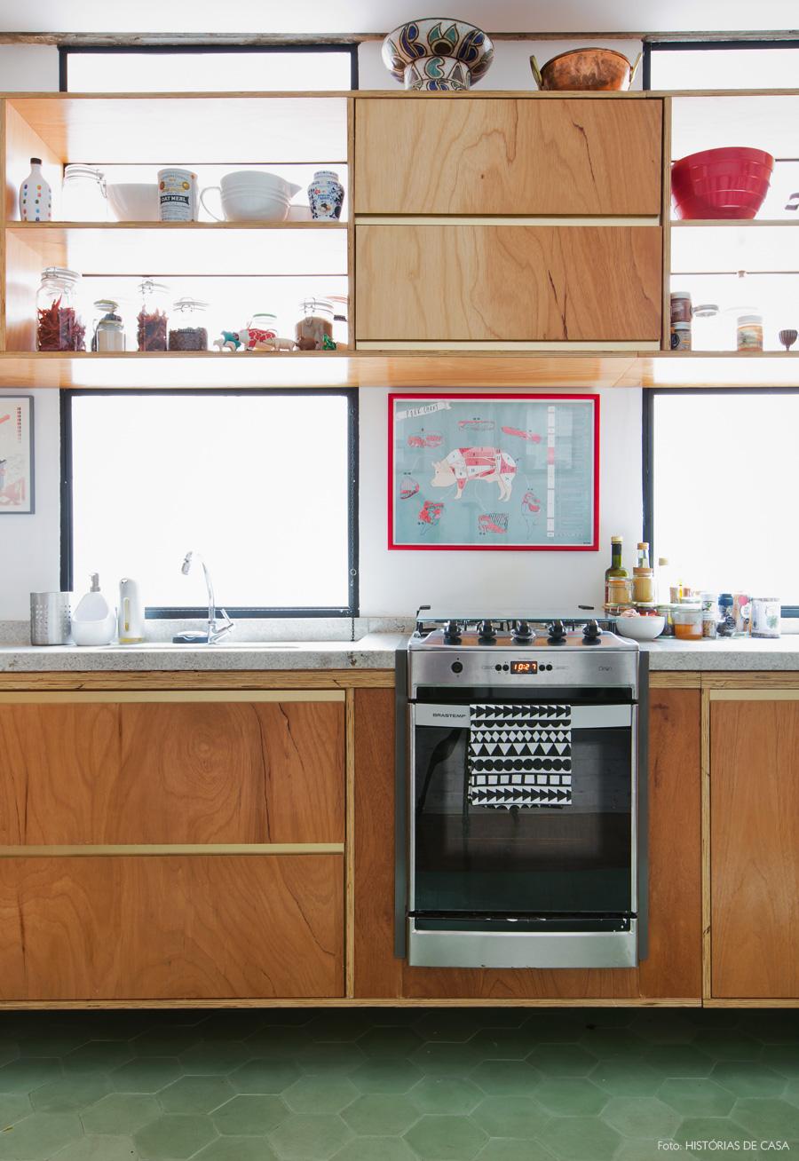 09-decoracao-cozinha-armarios-formica-dourada-fogao-embutido