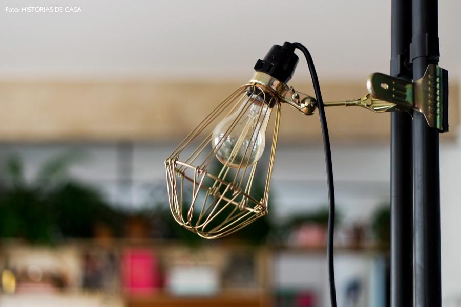 16-decoracao-canos-expostos-luminaria-vintage-dourada