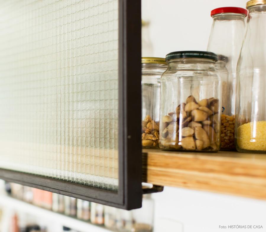 21-decoracao-cozinha-armarios-abertos-industrial-ferro-vidro-ferragem