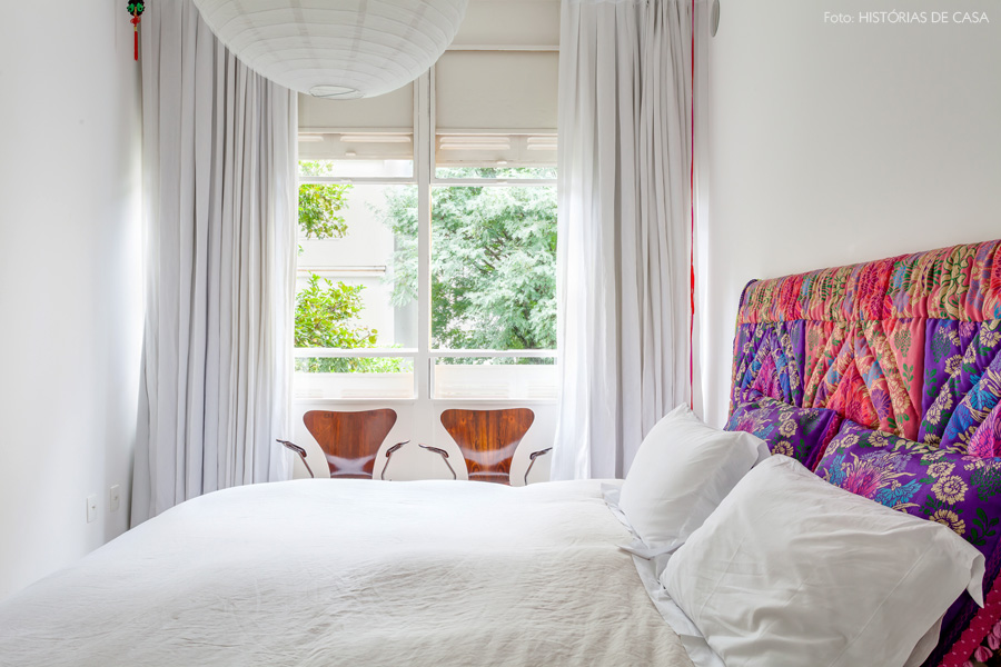 24-decoracao-quarto-branco-janela-guilhotina-cabeceira-estampada
