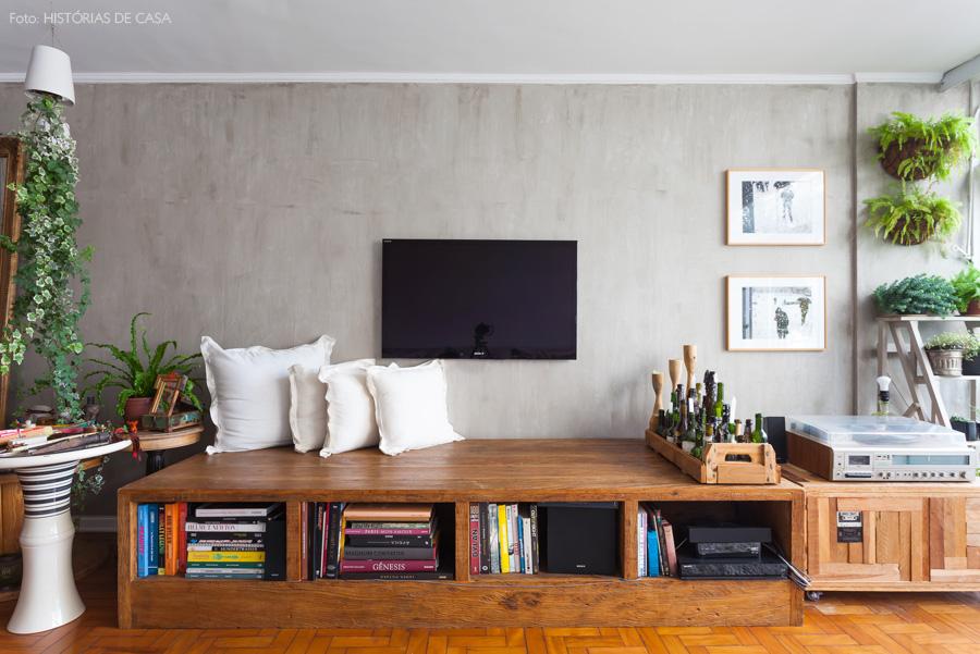 14-decoracao-sala-estar-parede-cimento-queimada-plantas-madeira-demolicao