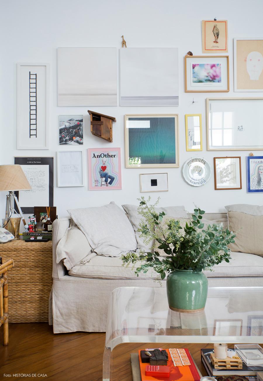 08-decoracao-sala-estar-mesa-centro-acrilico-quadros