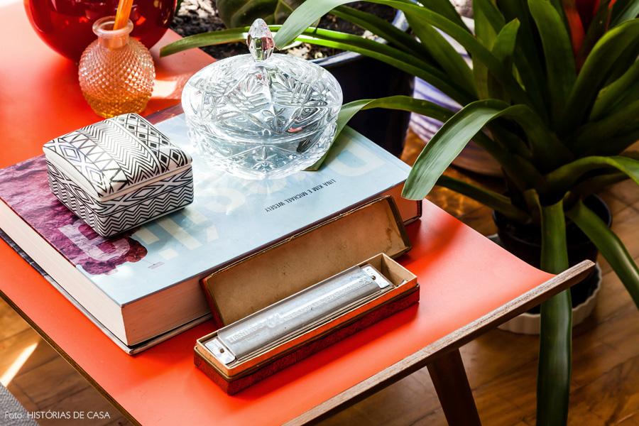 09-decoracao-mesa-lateral-colorida-enfeites-vidro