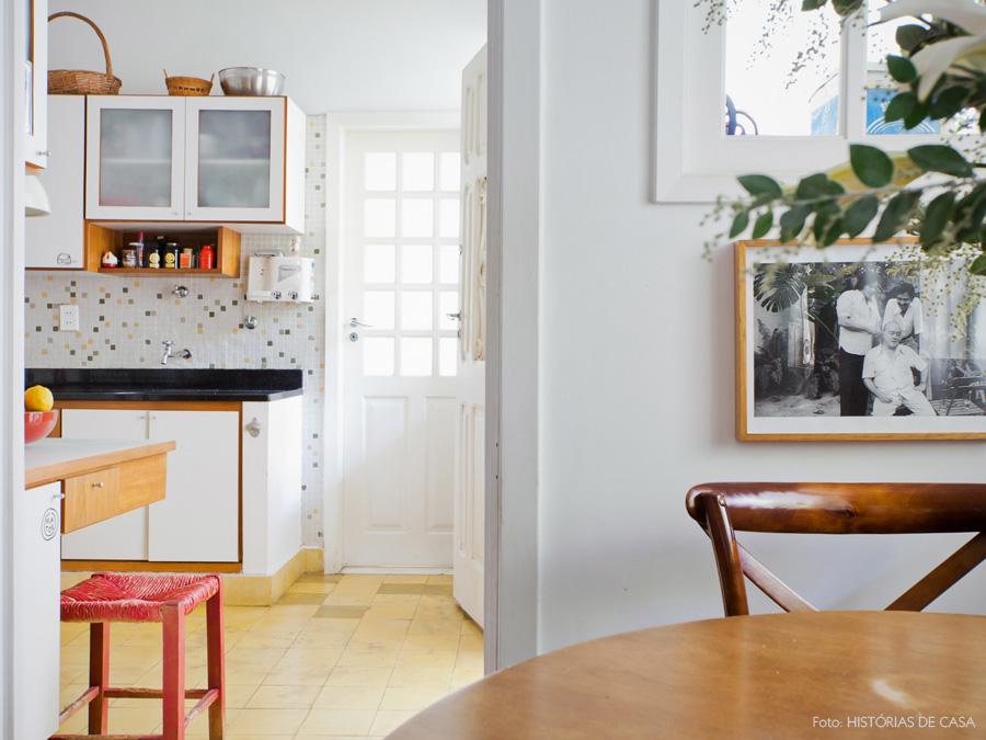 17-decoracao-casa-antiga-cozinha-piso-amarelo-pastilhas