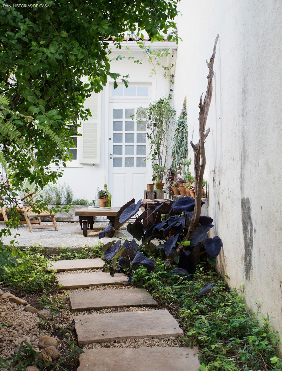 25-decoracao-casa-corredor-lateral-jardim-plantas-pedriscos