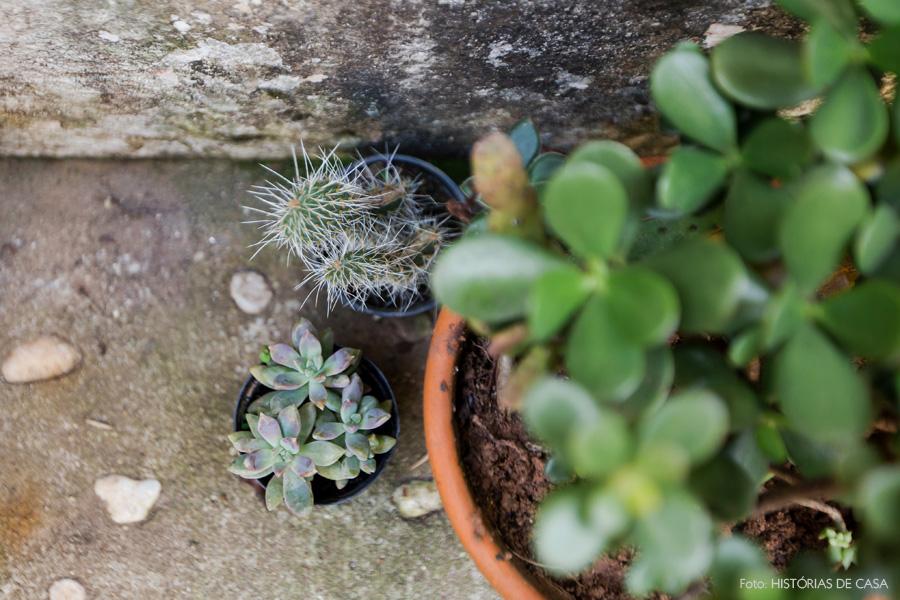 28-decoracao-casa-jardim-quintal-mureta-vasos-suculentas