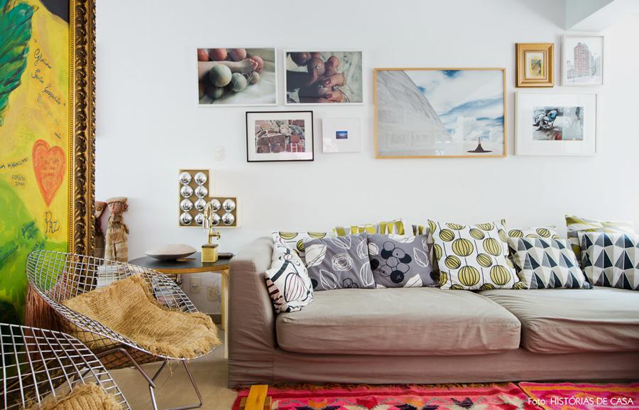 14-decoracao-sala-de-estar-almofadas-estampadas-tapete-rosa