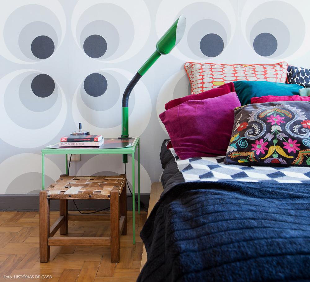 26-decoracao-quarto-cama-baixa-almofadas-estampadas