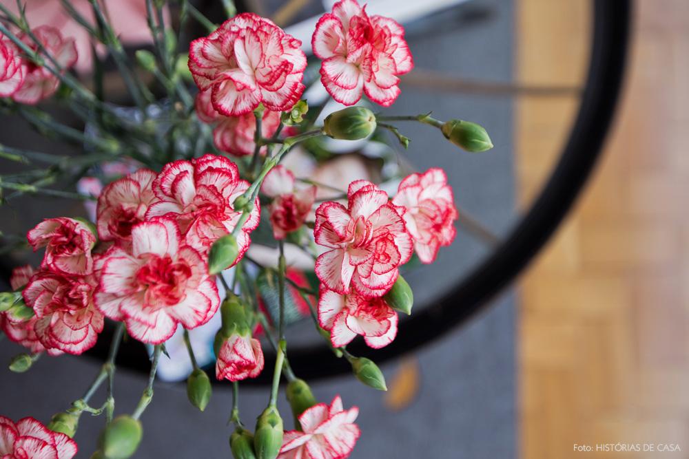 08-decoracao-arranjo-flores-mesa-de-centro