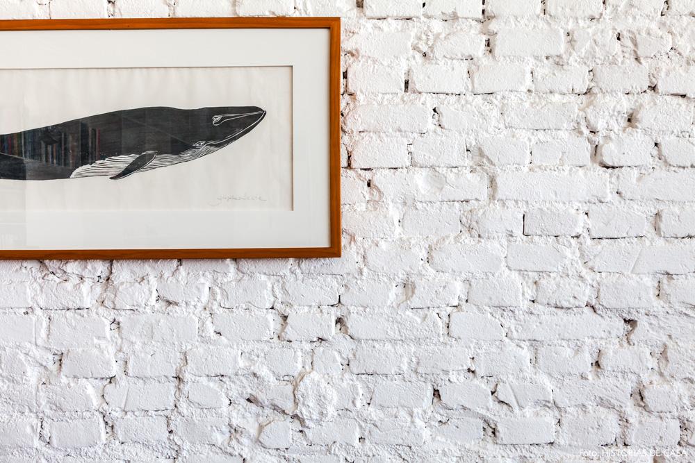 09-decoracao-parede-tijolinho-branco-textura-quadro-baleia