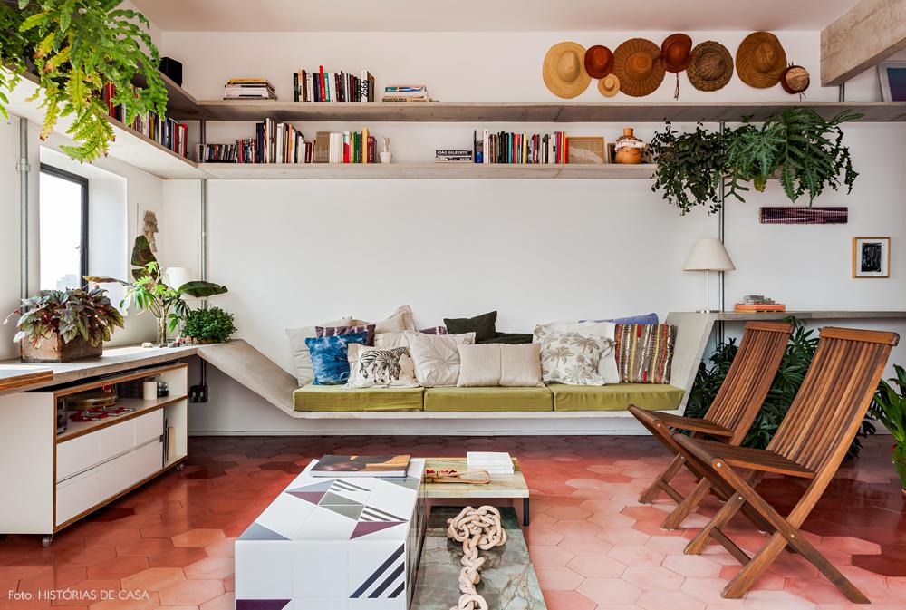 01-decoracao-apartamento-piso-ladrilhos-cor-de-rosa-plantas