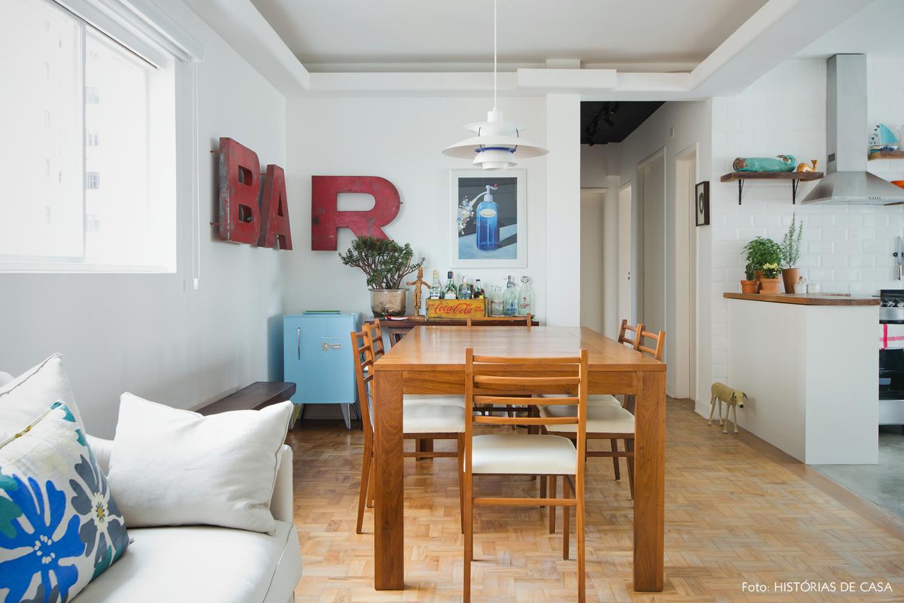 12-decoracao-sala-jantar-moveis-vintage-madeira-canto-bar