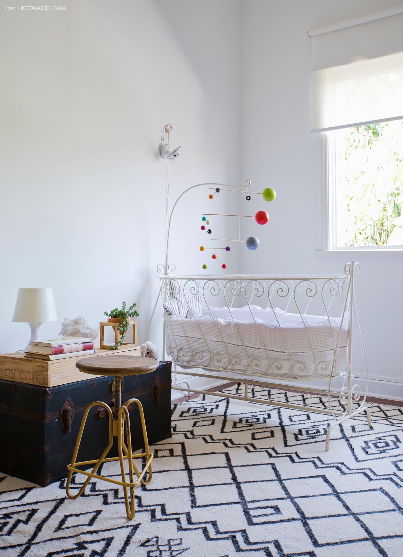 31-decoracao-quarto-bebe-tons-neutros-tapete-estampado-pb