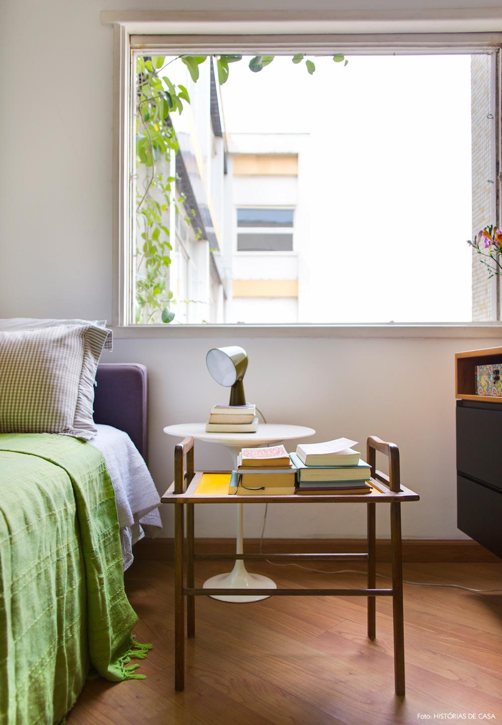 36-decoracao-quarto-criado-mudo-vintage-trepadeira-janela