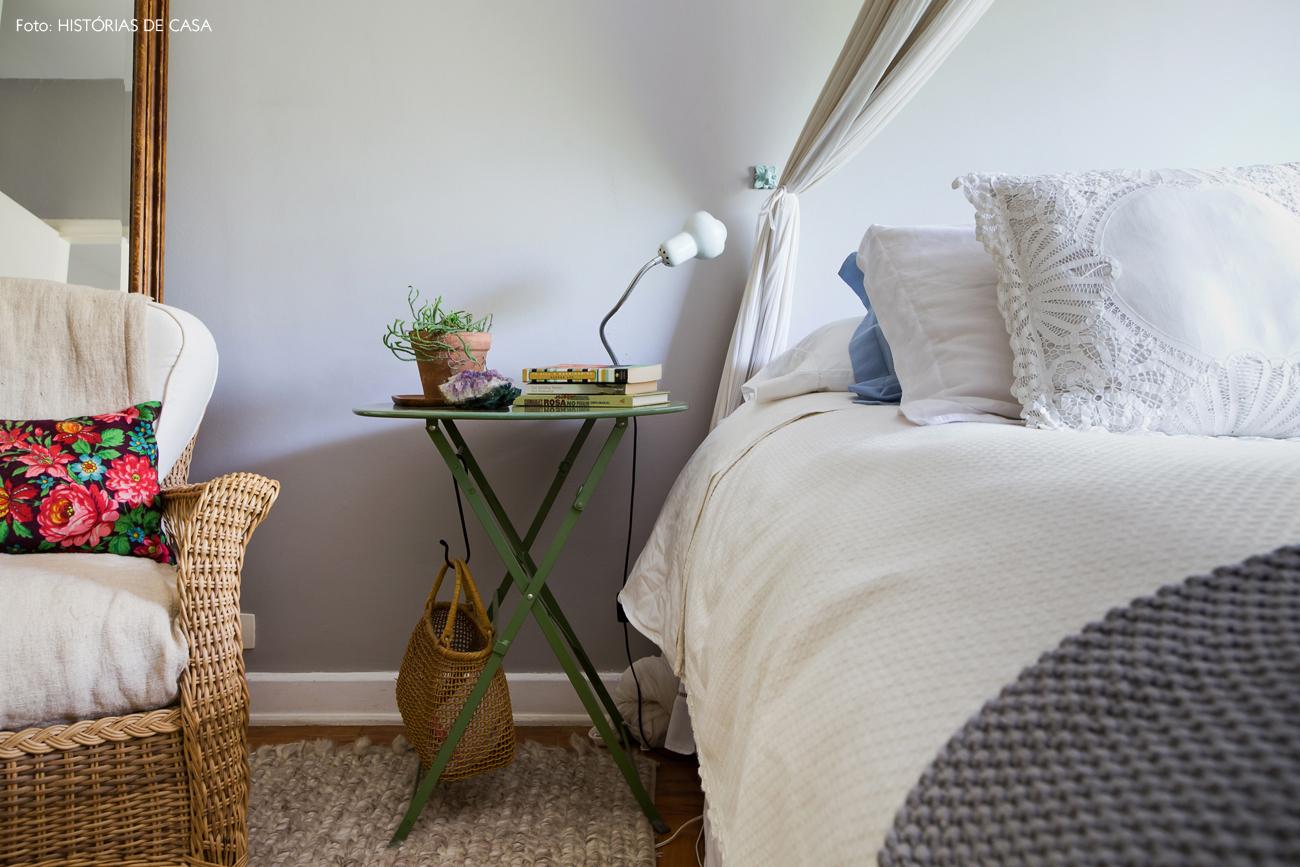 40-decoracao-quarto-casal-parede-cinza-poltrona-fibra