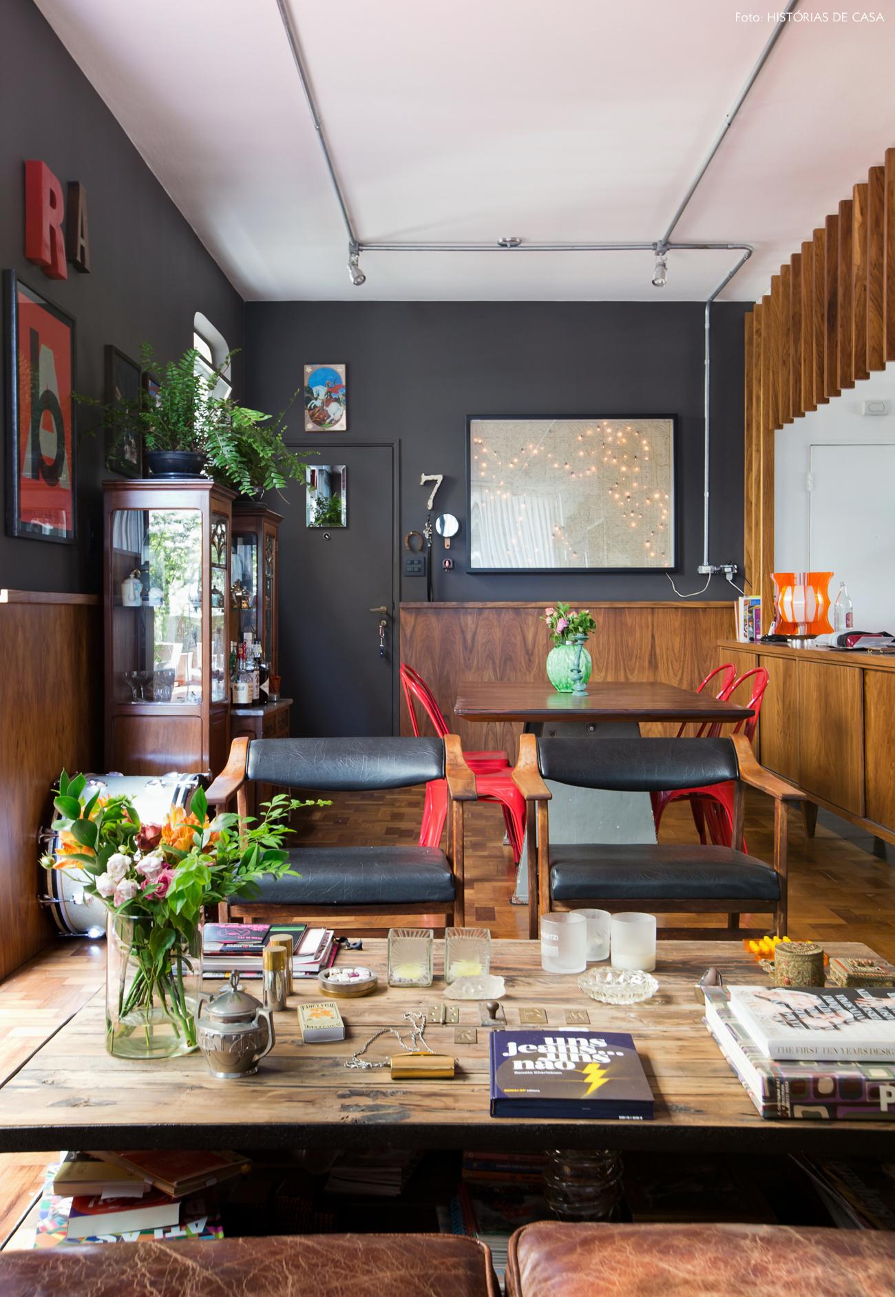 01-decoracao-apartamento-paredes-escuras-marcenaria-estilo-vintage