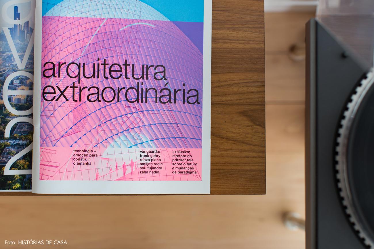 09-decoracao-banco-industrial-vitrola-antiga-revistas