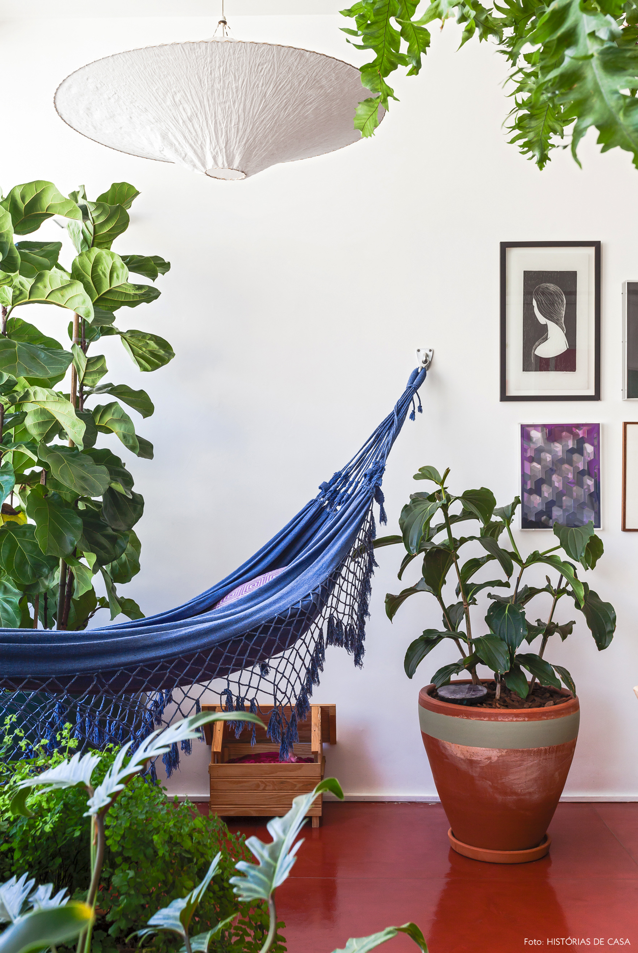 10-decoracao-plantas-no-apartamento-jardim-interno-rede-de-balanco