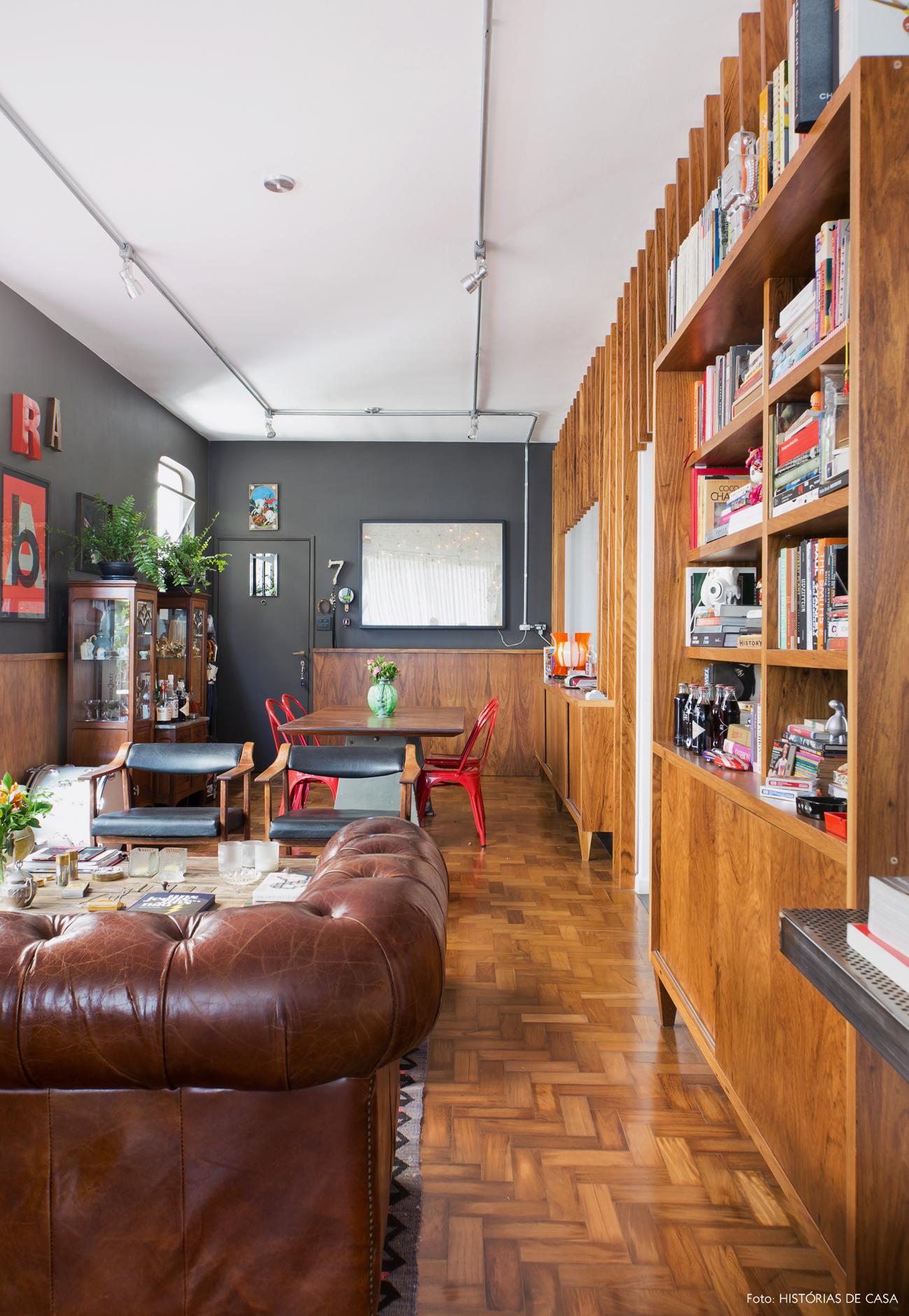 10-decoracao-sala-de-estar-integrada-paredes-escuras-moderno