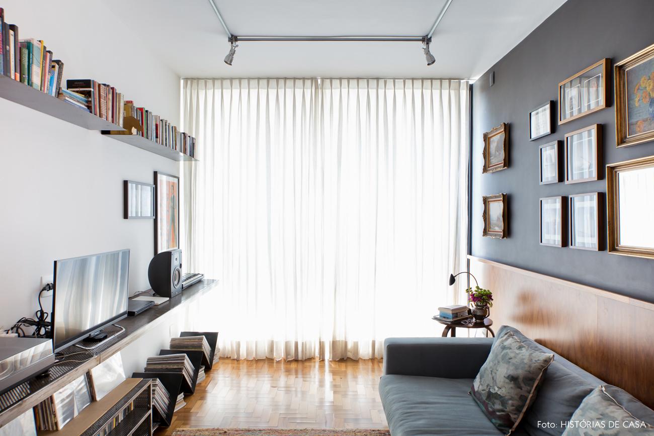 18-decoracao-sala-estar-parede-cinza-tubulacao-a-mostra