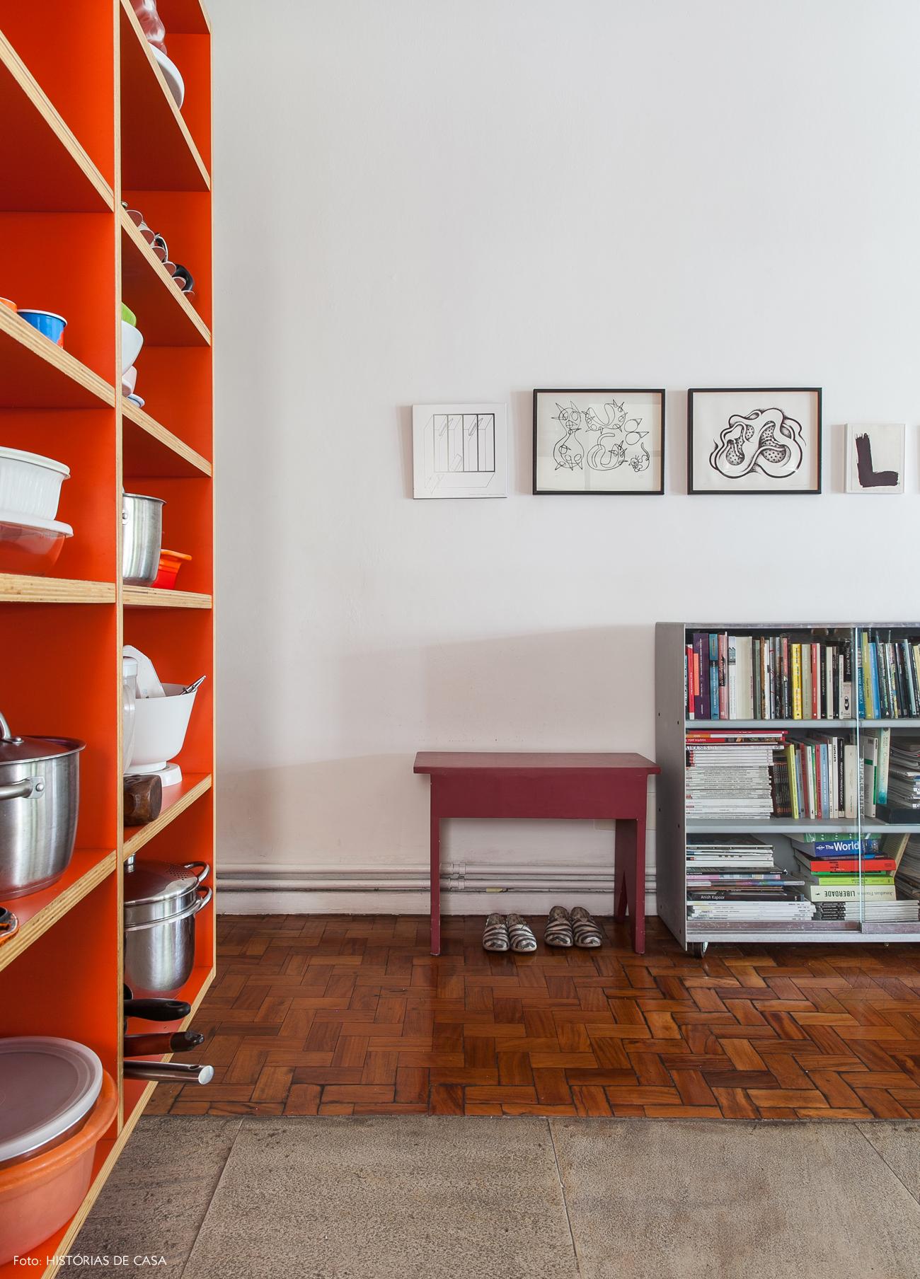 10-decoracao-cozinha-integrada-armario-sem-portas-laranja