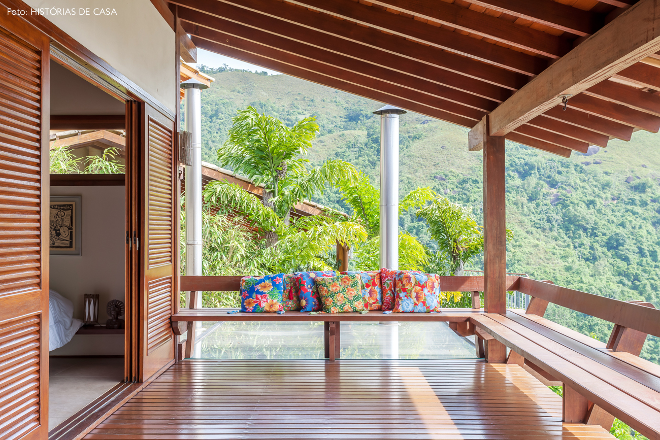 23-decoracao-varanda-casa-de-praia-de-madeira-banco-arquitetura