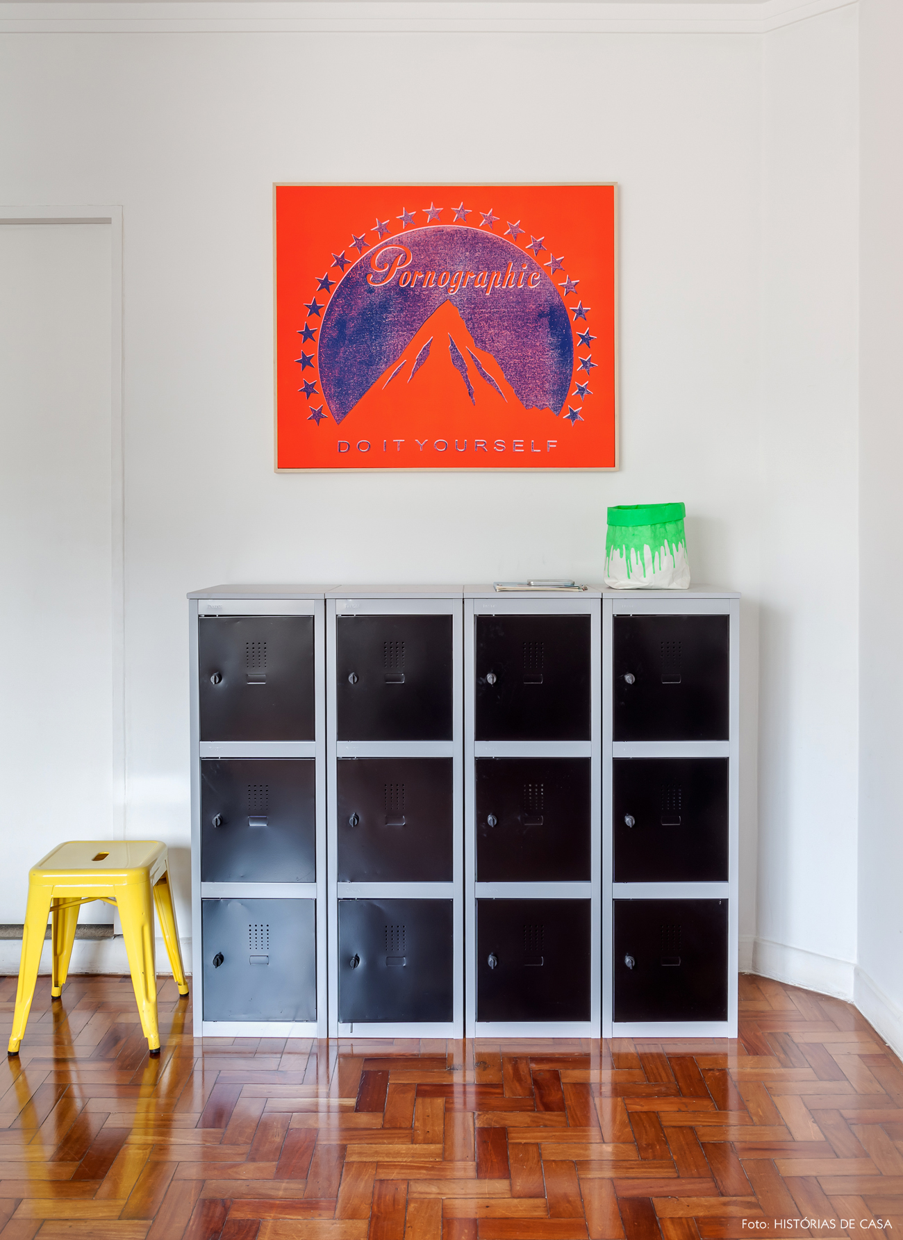 29-decoracao-estilo-industrial-quarto-cores-fluorescentes-neon